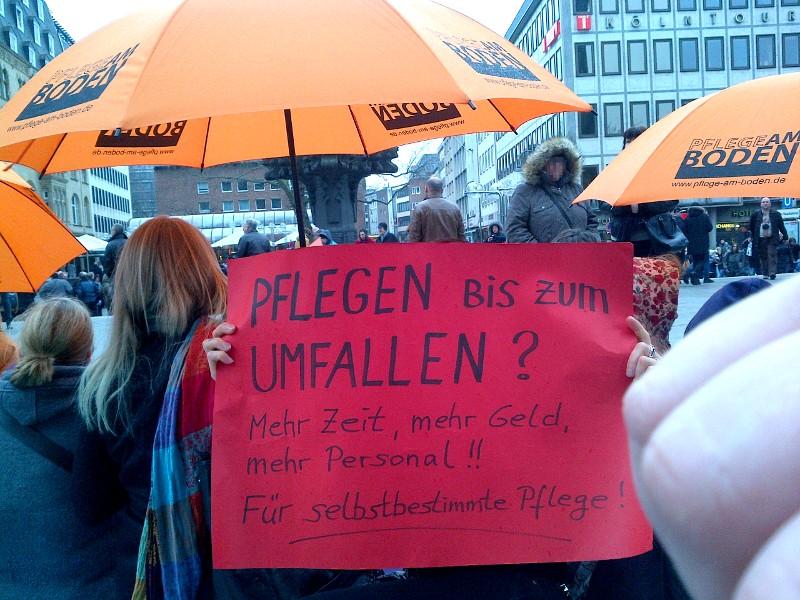 """Beim Flashmob \""""Pflege am Boden\"""" (März 2015)"""
