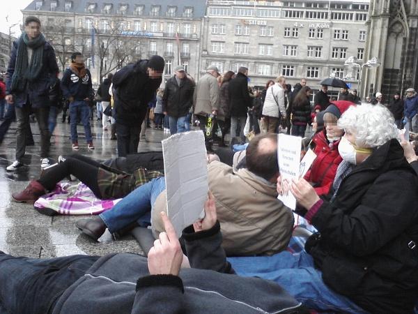 Pflege-Flashmob 11.01.2014 vor dem Kölner Dom