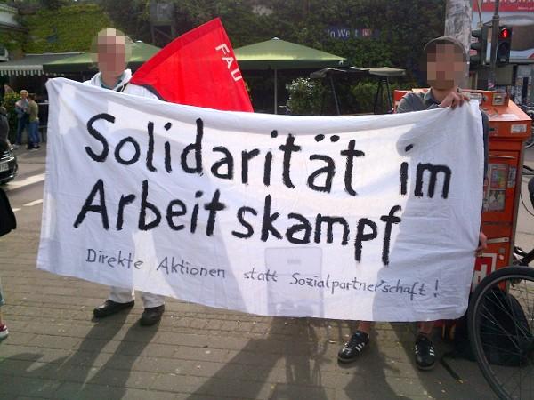 Banner: Solidarität im Arbeitskampf