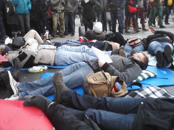 """Flashmob \""""Pflege am Boden\"""""""